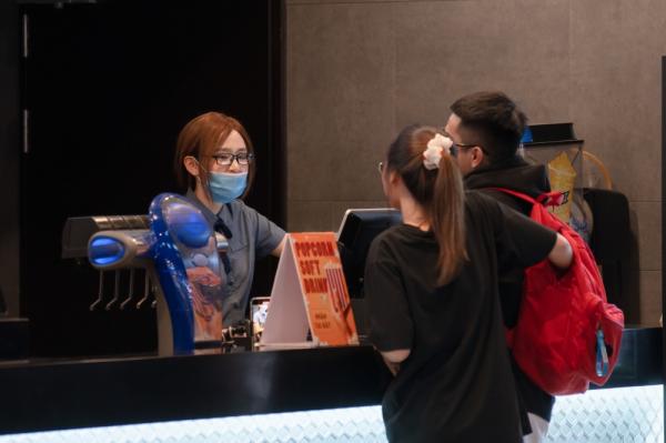 Bày trò chọc ghẹo khách ở rạp xem phim, Hiền Hồ nhận về phản ứng cực gắt 1