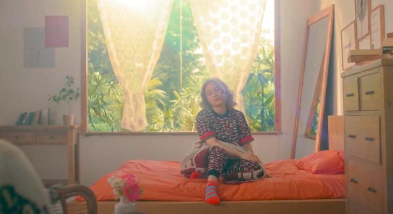 Mỹ Tâm tự đạo diễn MV 'Đúng cũng thành sai', diện 'sương sương' 15 bộ trang phục đủ phong cách 4