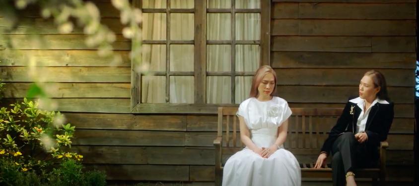 Mỹ Tâm tự đạo diễn MV 'Đúng cũng thành sai', diện 'sương sương' 15 bộ trang phục đủ phong cách 10
