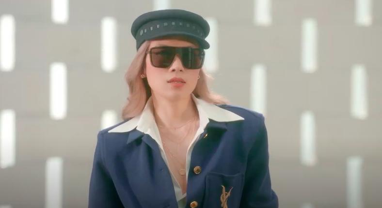 Mỹ Tâm tự đạo diễn MV 'Đúng cũng thành sai', diện 'sương sương' 15 bộ trang phục đủ phong cách 6
