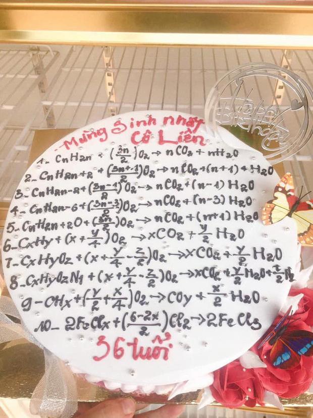 BST bánh sinh nhật 'độc quyền' của học sinh: Chứa cả một 'bầu trời kiến thức', nhìn vào biết ngay tặng ai 4