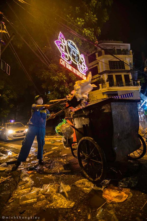 Ngán ngẩm cảnh rác thải chất thành đống, vứt ngập trên phố Hàng Mã cận Trung Thu 7