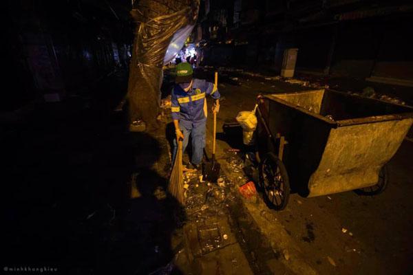 Ngán ngẩm cảnh rác thải chất thành đống, vứt ngập trên phố Hàng Mã cận Trung Thu 4