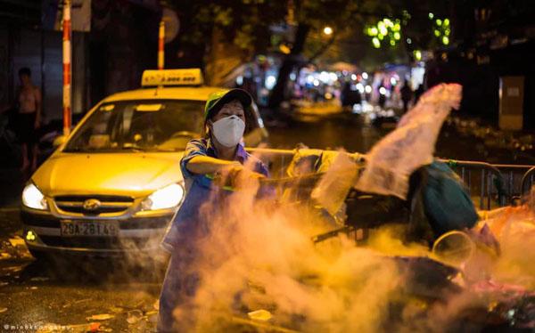 Ngán ngẩm cảnh rác thải chất thành đống, vứt ngập trên phố Hàng Mã cận Trung Thu 5