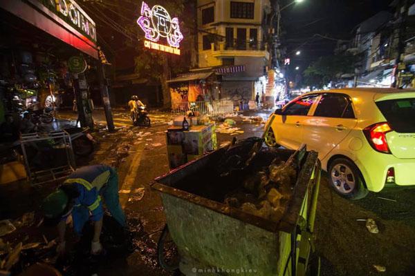 Ngán ngẩm cảnh rác thải chất thành đống, vứt ngập trên phố Hàng Mã cận Trung Thu 3