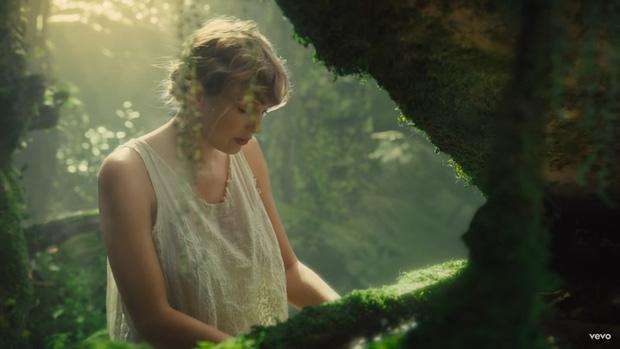 Mỹ Tâm tự đạo diễn MV 'Đúng cũng thành sai', diện 'sương sương' 15 bộ trang phục đủ phong cách 19