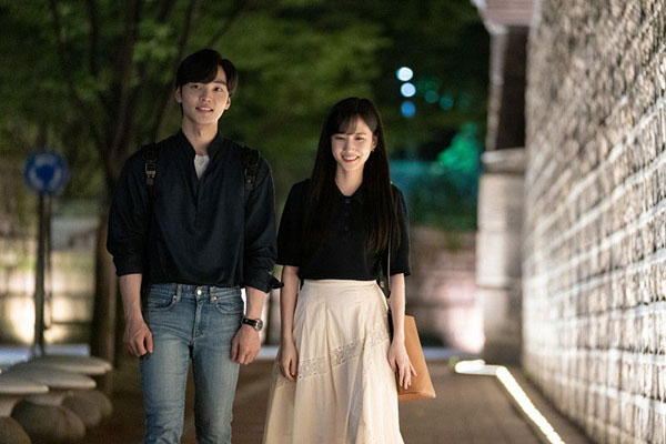Và dù rất yêu Joon Young nhưung Song Ah không muốn tình cảm cản trở sự nghiệp theo đuổi ước mơ đã lên kế hoạch.