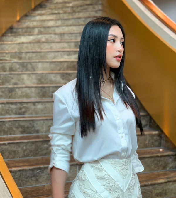 Hoa hậu Tiểu Vy tung ảnh bikini 'mướt mát', lột xác thần thái sau 2 năm đăng quang 1