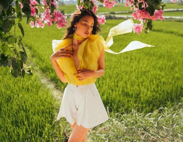 Hoa hậu Tiểu Vy tung ảnh bikini 'mướt mát', lột xác thần thái sau 2 năm đăng quang 11