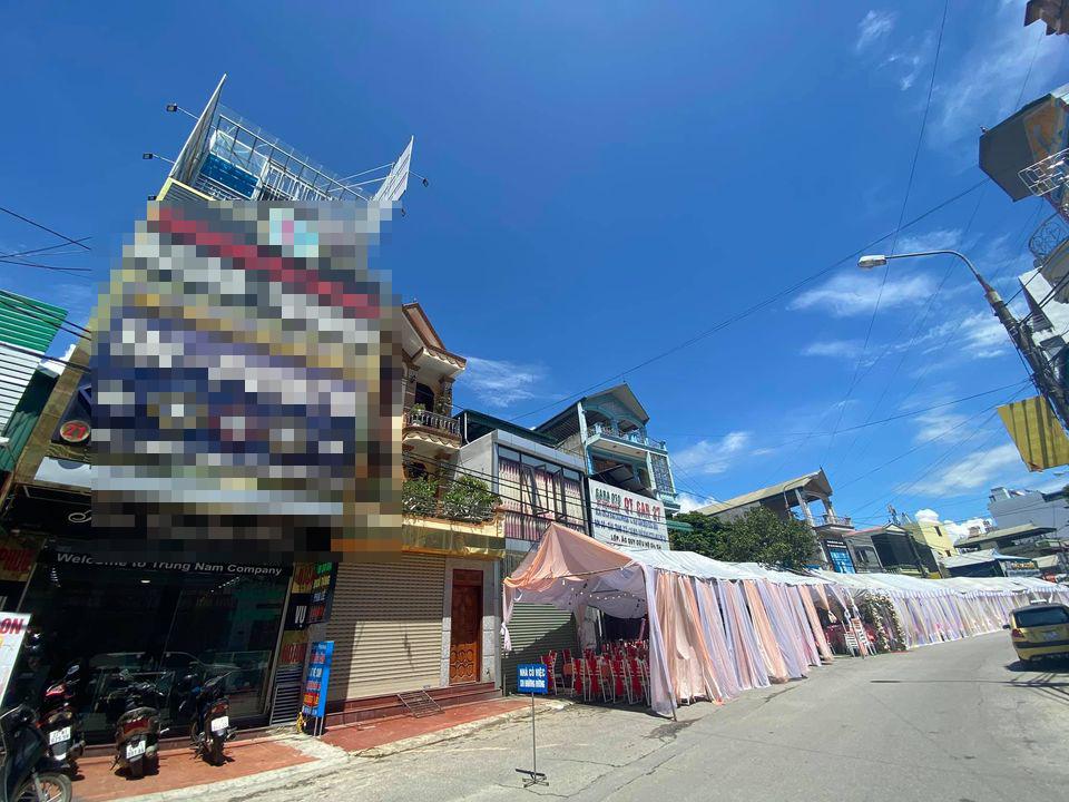 150 mâm cỗ đã sẵn sàng nhưng khách không ai đến dự... Ảnh: Page Điện Biên online.