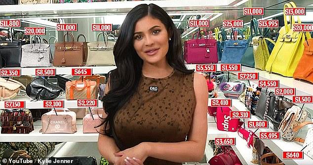 Con gái 2 tuổi ngày đầu tới trường, Kylie Jenner sắm luôn balo Hermes giá 'khủng' gần 280 triệu 6