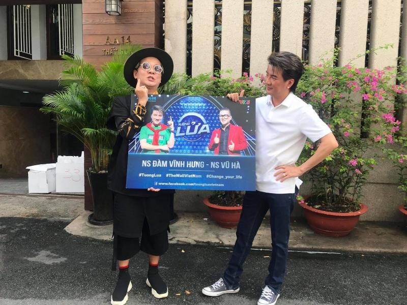 Đàm Vĩnh Hưng - Vũ Hà vượt nắng mưa, đi khắp Sài Gòn làm từ thiện 2