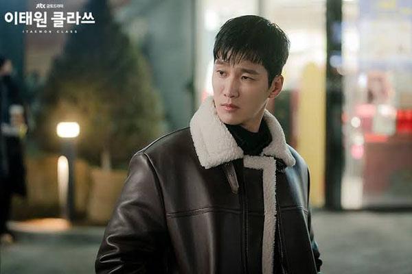 Với tính cách kiêu ngạo thích bắt nạt kẻ yếu,Jang Geun Won (Ahn Bo Hyun) thực sự khiến fan mê mệt vì sự quyến rũ của mình trongItaewon Class.