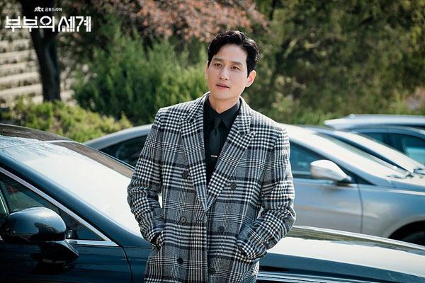 Bên cạnh Yeo Da Kyung , góp phần khiến nữ chính đau khổ chính là người chồng phụbạcLee Tae Oh (Park Hae Joon). Dù là người không chung thủy nhưng sức hút của nhân vật này khó có thể bỏ qua.