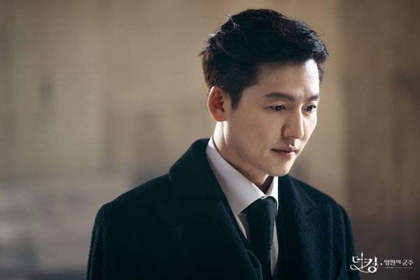 Tham lam và độc ác là bản chất củaLee Lim (Lee Jung Jin) trongThe King: Eternal Monarch. Nhưng khán giả không thể phủ nhận phong độ quyến rũ mê hồn từ nhân vật này.