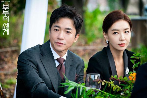 Một trong những người đàn ông đáng ghét nhấtThe World of the Married,Son Je Hyuk (Kim Young Min). Thường xuyên lừa dối vợ và ngoại tình, thậm chí ngủ với vợ của bạn thân để trả thù,Je Hyuk vẫn thu hút khán giả với sự trẻ trung và những triết lý trong tình yêu khiến người xem 'nổi da gà'.