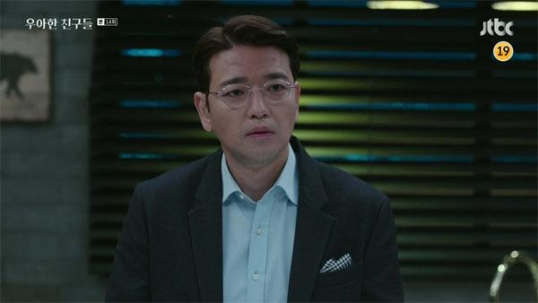 Jeong Jae Hoon (Bae Soo Bin) trong Grace Friends là một bác sĩ điển trai lôi cuốn với năng lực vượt bậc được nhiều người kính nể. Nhưng thực chấtJae Hoon mang trong mình sự thù hận sâu sắc. Anh vì trả thù và cướp lại người con gái mình yêu mà thuê người chụp ảnh nóng vợ của bạn thân, thậm chí giết người.