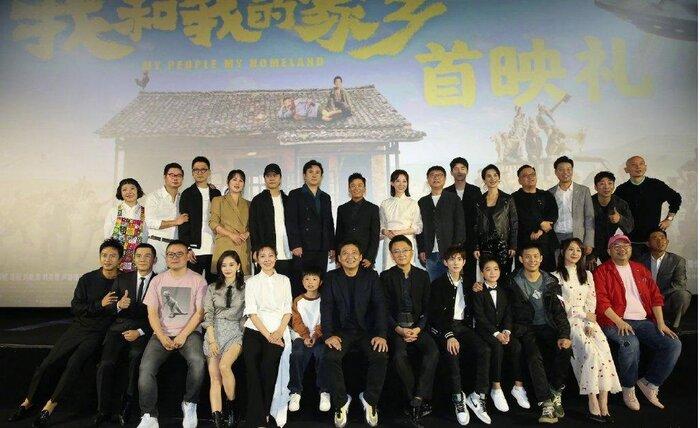 Dàn diễn viên và đạo diễn nổi tiếng trong buổi quảng cáo phim Tôi và quê hương của tôi