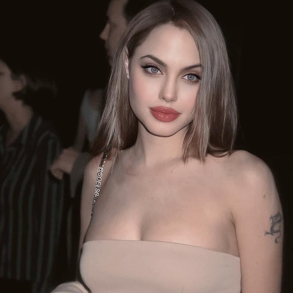 Rần rần hình Angelina Jolie xinh đẹp kinh diễm nhưng hóa ra chỉ là 'một cú lừa' 2