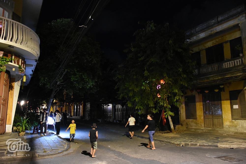Cảnh trái ngược đêm Trung thu 3 miền: Nơi không có chỗ chen từ sớm, điểm vắng vẻ chờ khách tham quan 27