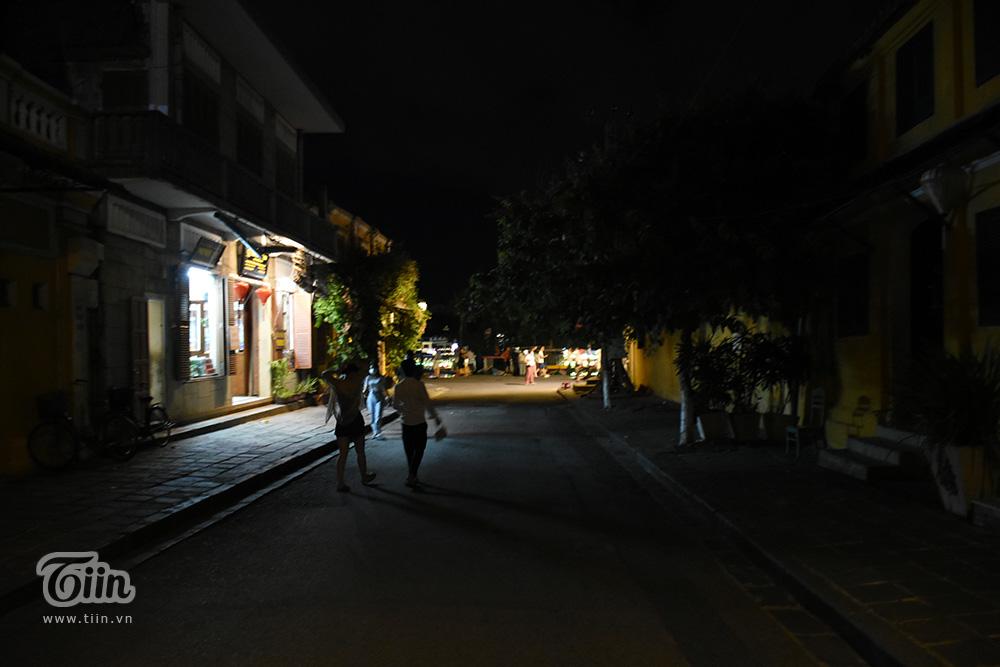 Cảnh trái ngược đêm Trung thu 3 miền: Nơi không có chỗ chen từ sớm, điểm vắng vẻ chờ khách tham quan 28