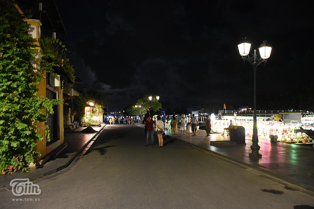 Cảnh trái ngược đêm Trung thu 3 miền: Nơi không có chỗ chen từ sớm, điểm vắng vẻ chờ khách tham quan 29
