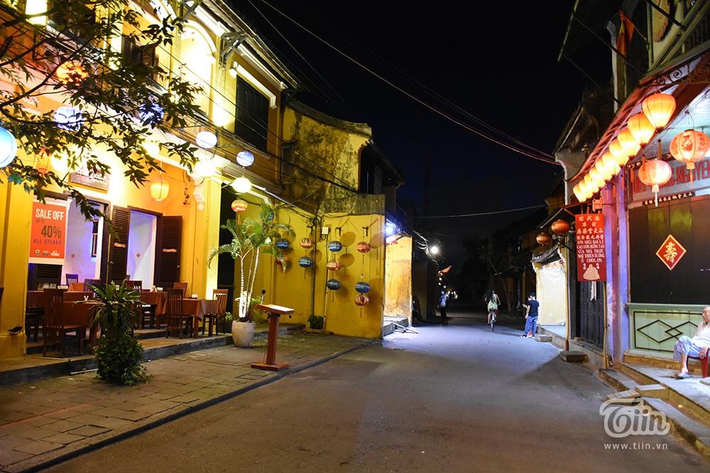 Cảnh trái ngược đêm Trung thu 3 miền: Nơi không có chỗ chen từ sớm, điểm vắng vẻ chờ khách tham quan 31