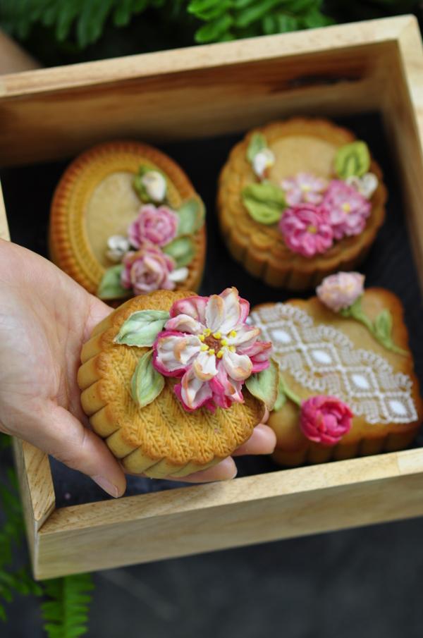 Không chỉ hấp dẫn về hương vị mà hình thức của những chiếc bánh trung thu 4D cũng thể hiện được rõ nét bàn tay tài hoa của người thợ làm bánh.