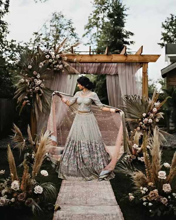 Sau 7 tháng hẹn hò, cặp đôi tổ chức hôn lễ tại sân vườn nhà bố mẹ, ghi lại những khoảnh khắc đẹp đến khó quên 1
