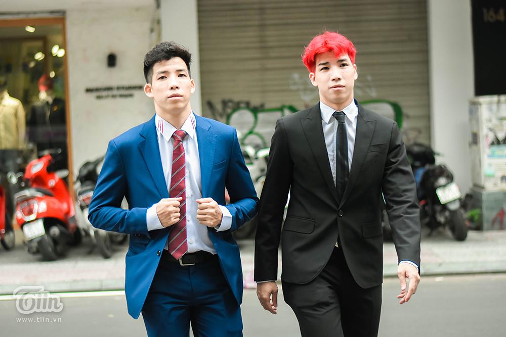 Hai anh em Hoàng Ca - Đạt Doc chiếm spotlight tại họp báo VBA 2020 được tổ chức chiều nay 6/10 với bộ suit lịch lãm.