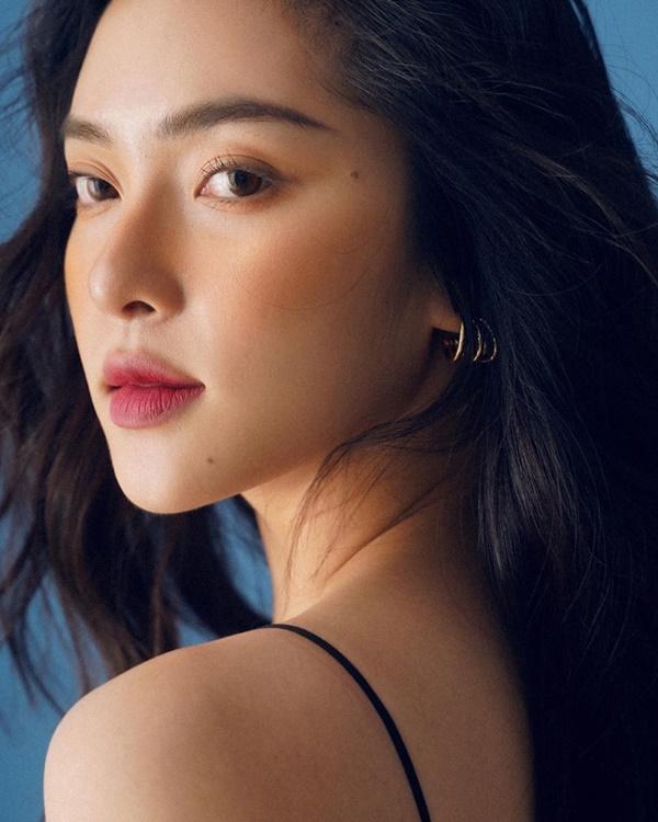 Soi gu thời trang 'bạn gái tin đồn' em chồng Hà Tăng - Hiếu Nguyễn: Kín bưng vẫn quyến rũ 2