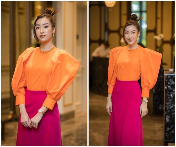 Hoa hậu Đỗ Mỹ Linh lựa chọn hai sắc hồng và cam trong set đồ lần này. Tuy có hơi sặc sỡ nhưng Hoa hậu Việt Nam 2016 vẫn xinh lung linh.