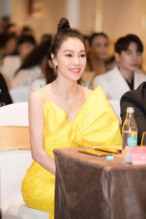 'Bà trùm Hoa hậu' - Phạm Kim Dung.