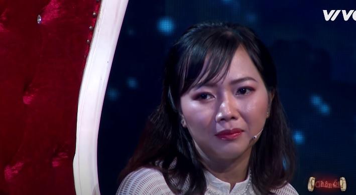 Sự dũng cảm của cô nàng gần U40 đã được MC Xuân Bắc - Cát Tường và khách mời là cặp vợ chồng nhạc sĩ Minh Vy, ca sĩ Cẩm Ly vô cùng đồng cảm.