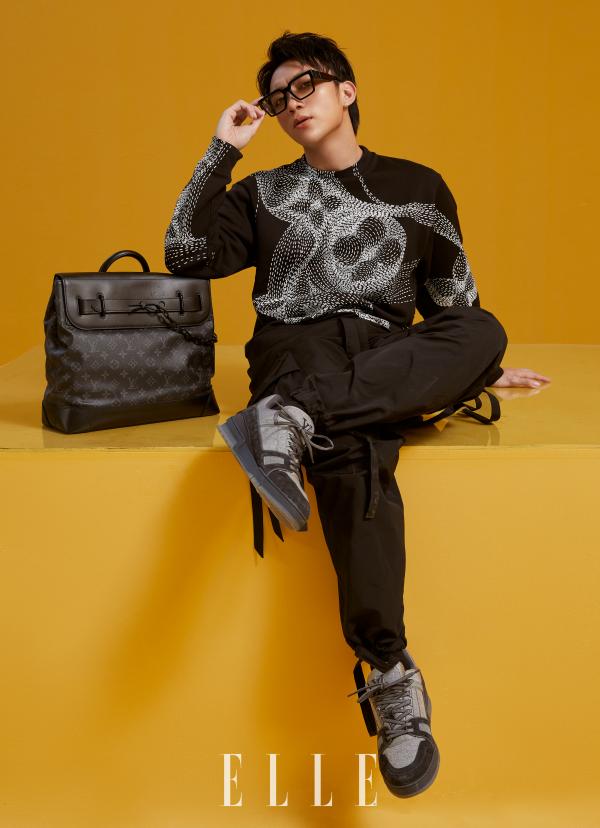 Vừa lên bìa tạp chí Elle, Soobin lại được giám đốc nghệ thuật Louis Vuitton chia sẻ hình ảnh trên Instagram 5