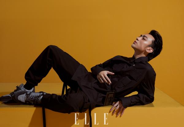 Vừa lên bìa tạp chí Elle, Soobin lại được giám đốc nghệ thuật Louis Vuitton chia sẻ hình ảnh trên Instagram 4