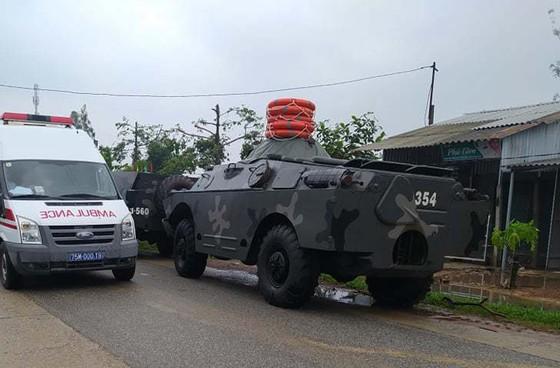 Người dân cầu mong bình an đến với 13 chiến sĩ gặp nạn khi vào thủy điện Rào Trăng 3 cứu hộ 1