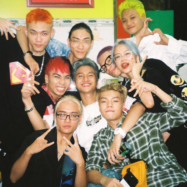 16 Typh và những người đồng đội trong Rap Việt.