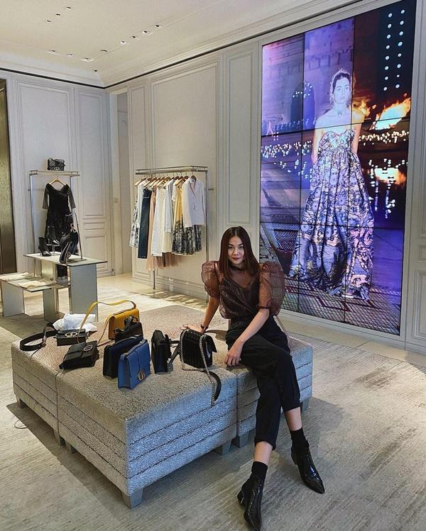 Thanh Hằng khiến netizen 'sốc nặng' với tủ giày 'siêu to khổng lồ' 1