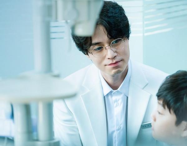 Nhân vật có khó nhằn thì Lee Dong Wook vẫn có thể xử lý ngon lành