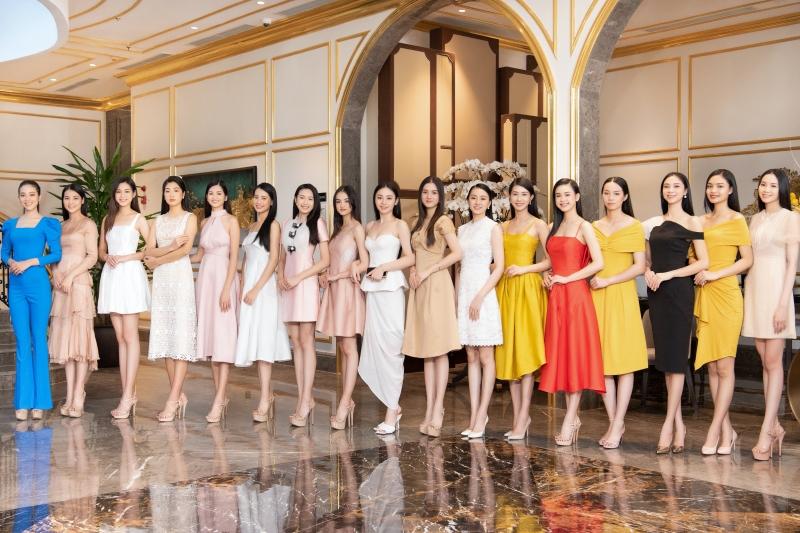 Gặp mặt Top 35 Hoa hậu Việt Nam 2020, Hoa hậu Tiểu Vy diện kín đáo vẫn đẹp lấn lướt 0
