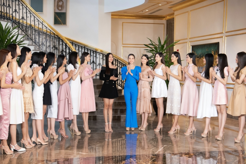 Hoa hậu Tiểu Vy nổi bần bật nhờ thần thái 'không đùa được đâu' giữa dàn thí sinh hoa hậu.