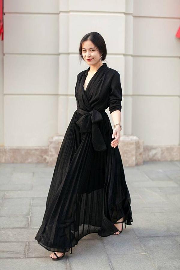 Dễ mặc, đơn giản nhưng vẫn cá tính và thanh lịch - đó là lý do vì sao nhiều người thích mặc đồ đen.