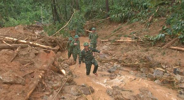 Lực lượng cứu nạn tại khu vực tìm kiếm.
