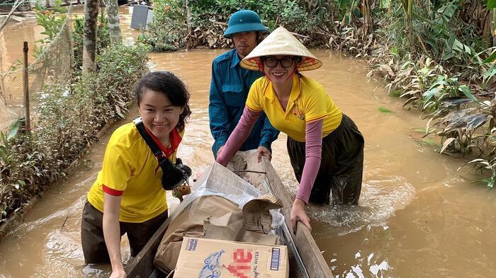Sao Việt hướng về khúc ruột miền Trung, quyên góp cả chục tỷ đồng 2
