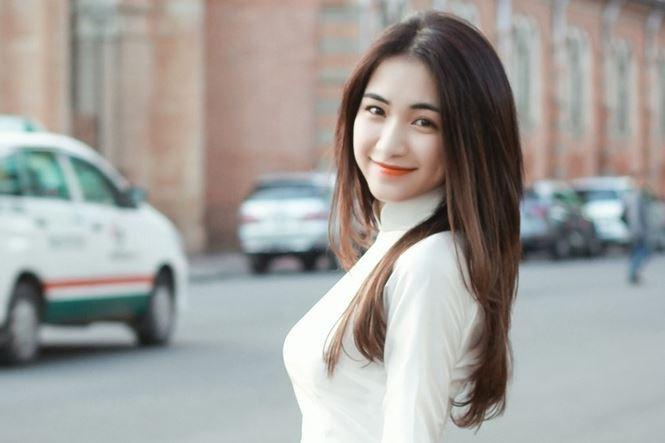 Hòa Minzy cũng đã gửi 100 triệu qua tài khoản của cặp vợ chồng Lý Hải giúp đỡ đồng bào miền Trung.