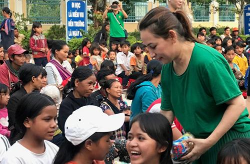 Sao Việt hướng về khúc ruột miền Trung, quyên góp cả chục tỷ đồng 8