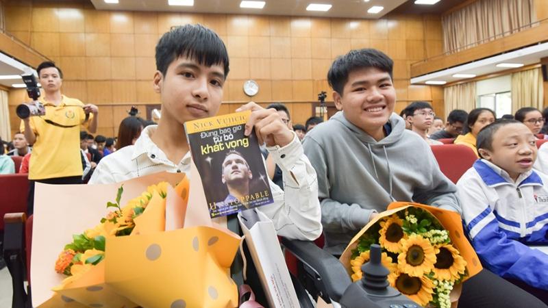 Minh Hiếu cùng Tất Minh tham dự lễ khai giảng của Đại họcBách khoa Hà Nội sáng nay. (Ảnh: Website trường).