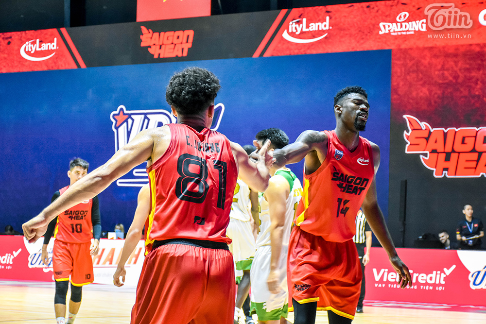 Loạt khoảnh khắc tỏa sáng của Christian Juzang trong ngày 'debut' ở đội hình Saigon Heat 8