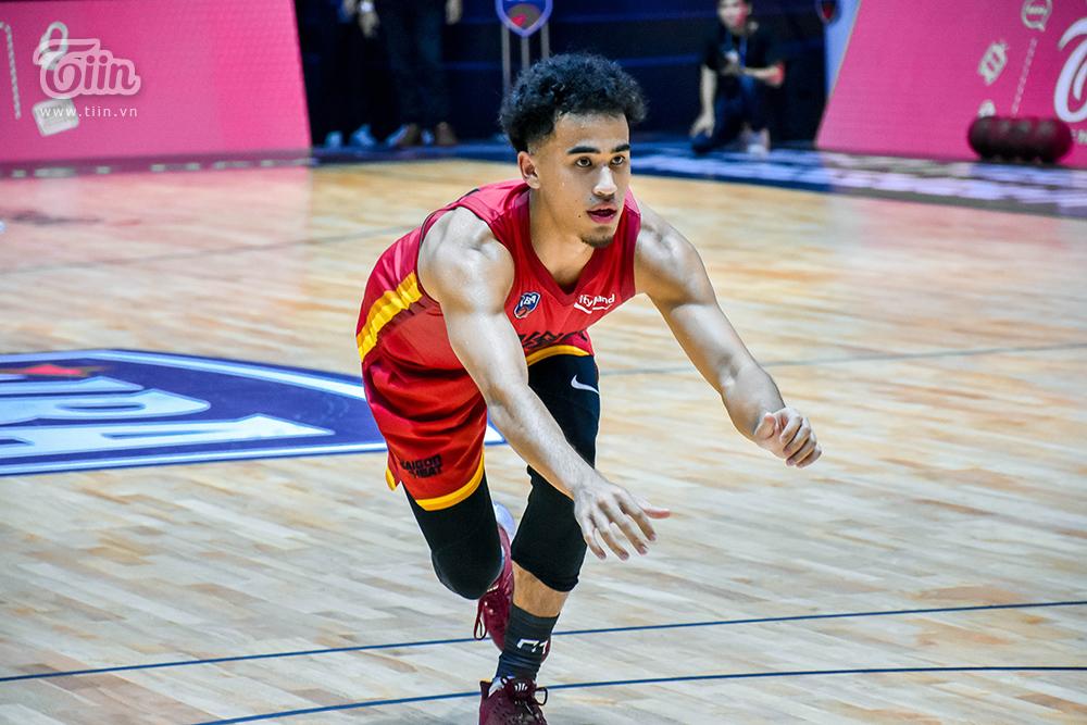 Loạt khoảnh khắc tỏa sáng của Christian Juzang trong ngày 'debut' ở đội hình Saigon Heat 9